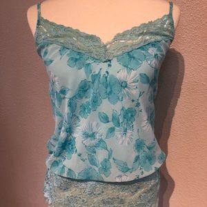 Women's blue floral tank top size medium